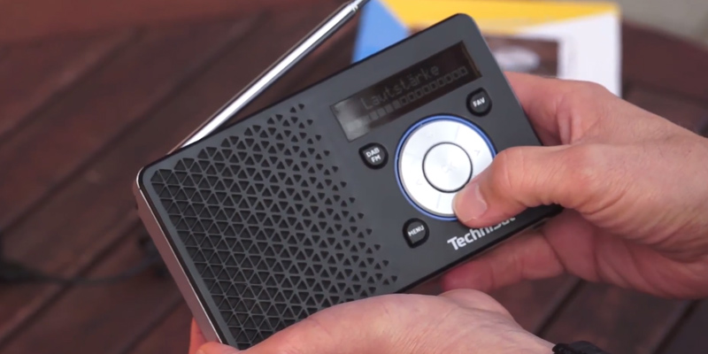 TechniSat DIGITRADIO 1 Digital-Radio Made in Germany bei der Nutzung